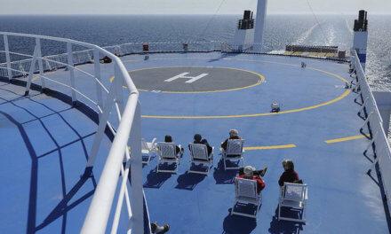 Volle Fahrt voraus auf einem Fährschiff,ein Kurztripp in Helsinki