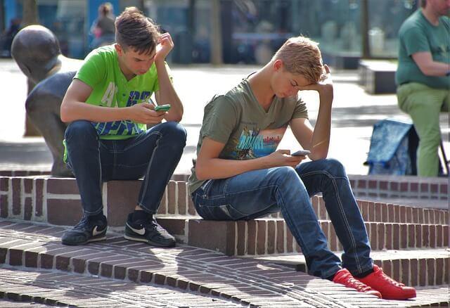 Was läuft schief bei der Generation von heute? Von Smartphone-Sucht bis Freizeitmangel!